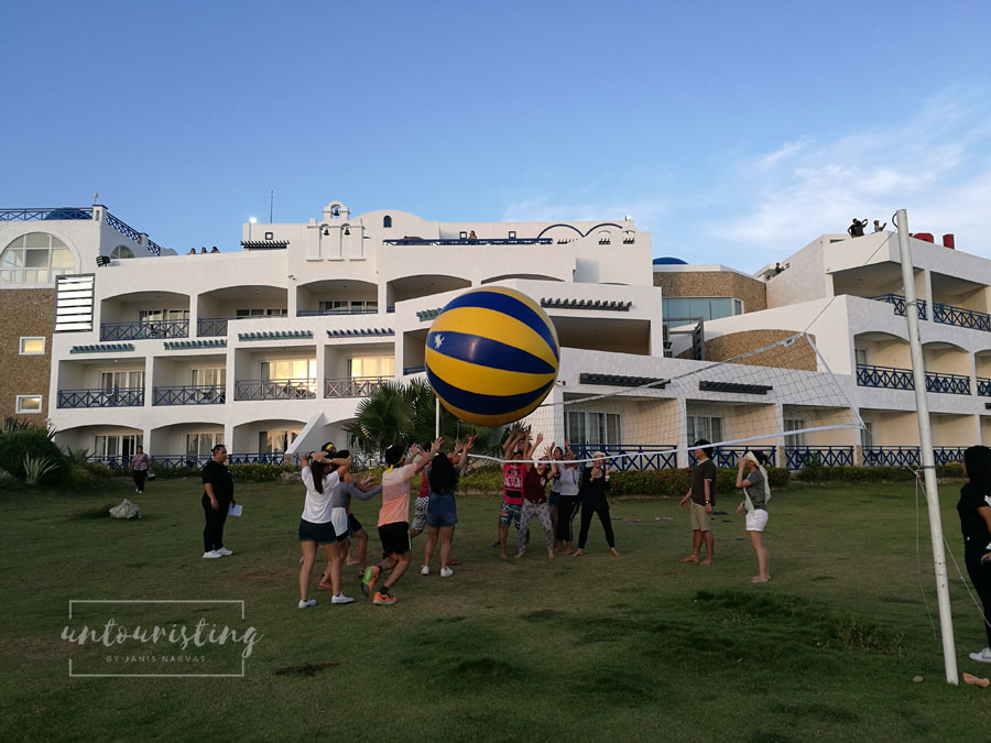 giant beach volleyball